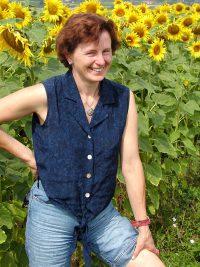 Martha Prinz im Sonnenblumenfeld